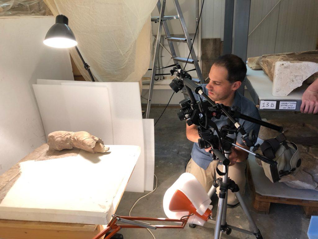 Captation photogrammétrique dans les réserves du Musée de Delphes
